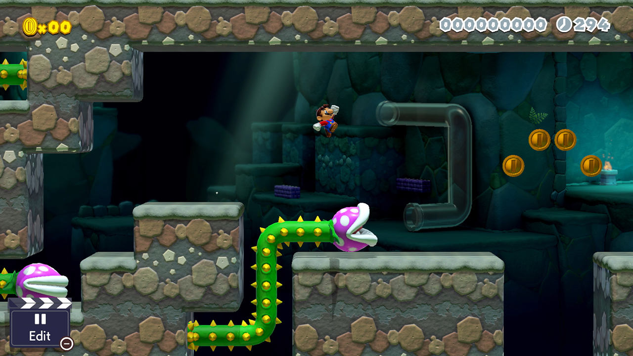 Mario hoppar över en taggig växt-fiende i en underjordisk bana.