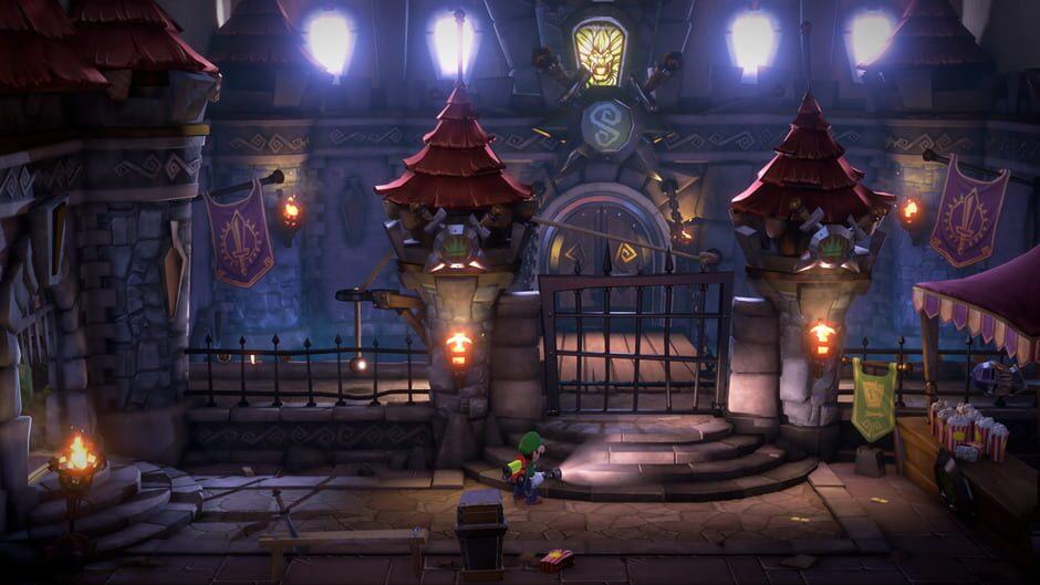 Luigi framför en gallerport mellan två medeltida slottstorn.